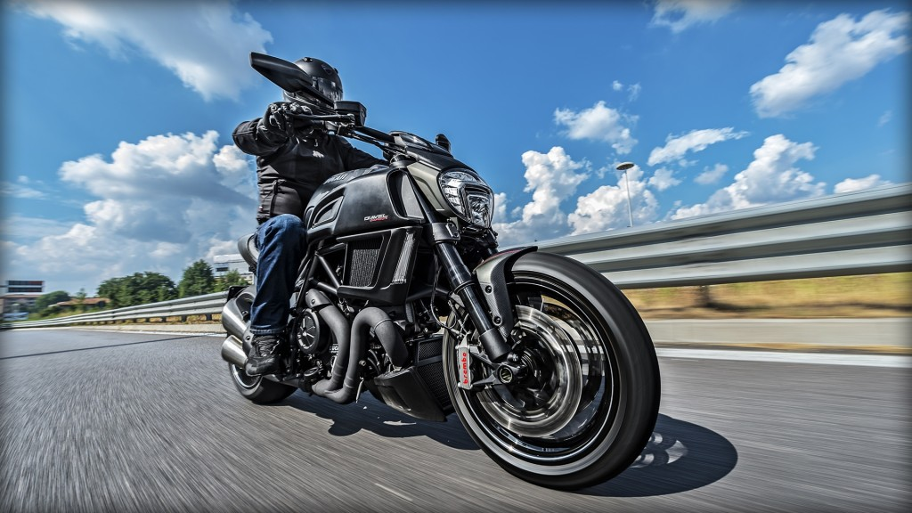 Diavel-Carbon_2016_Amb-009_1920x1080_mediagallery_output_image_[1920x1080]