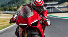 Panigale-V4-MY18-Red-14-Slider-Gallery-1920x1080