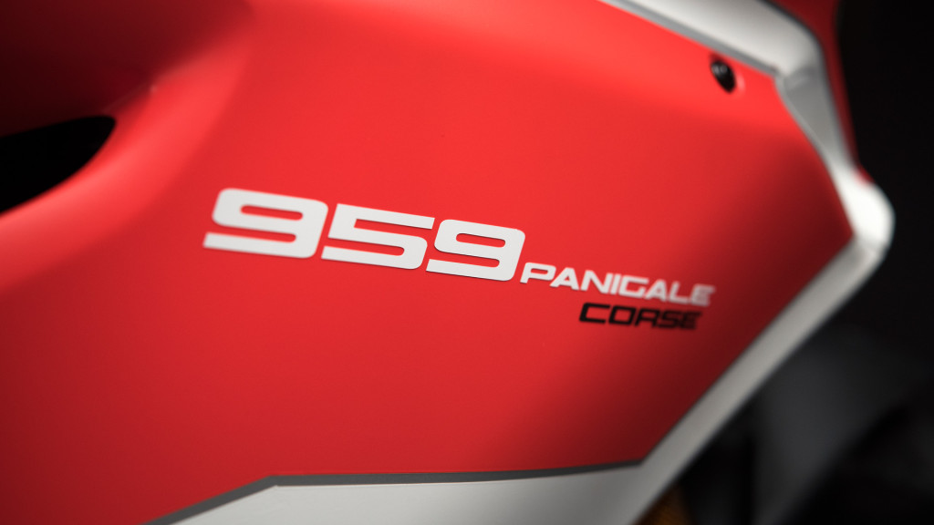 Panigale-959Corse-MY18-Red-33-Slider-Gallery-1920x1080