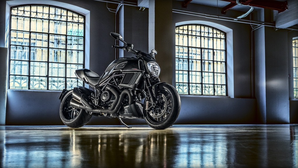 Diavel-Carbon_2016_Amb-020_1920x1080_mediagallery_output_image_[1920x1080]