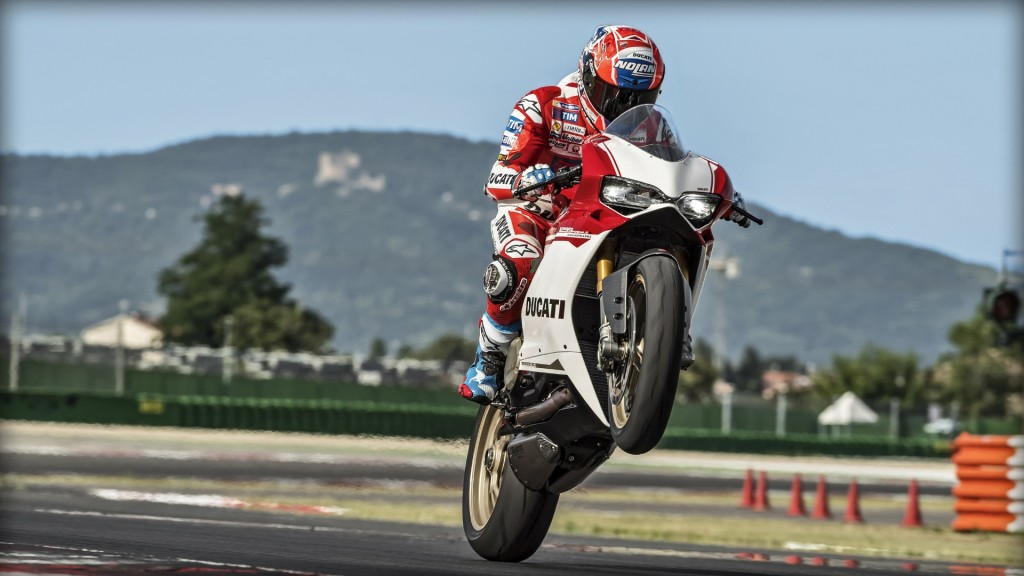 SBK-1299-Panigale-S_Amb-04_1920x1080_mediagallery_output_image_[1920x1080]