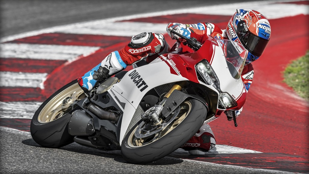 SBK-1299-Panigale-S_Amb-05_1920x1080_mediagallery_output_image_[1920x1080]