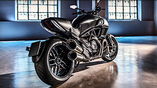 Diavel_Highlight-1_DVL-Carbon-01