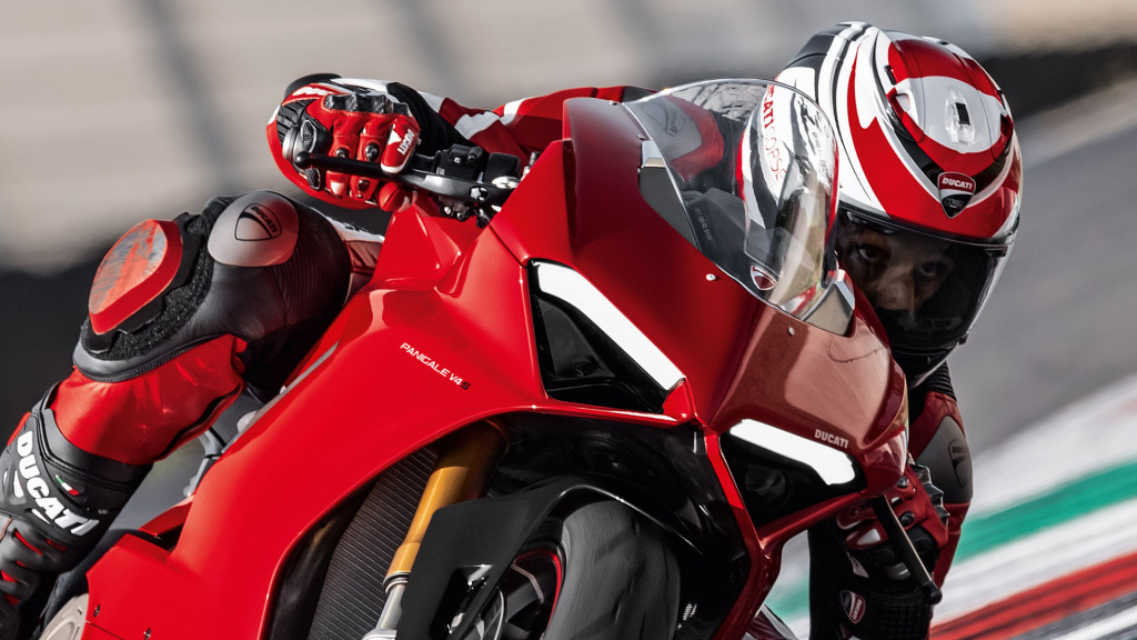 Panigale-V4-MY18-Red-06-Slider-Gallery-1920x1080