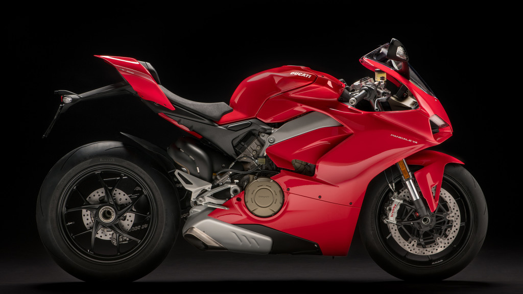Panigale-V4-MY18-Red-02-Slider-Gallery-1920x1080