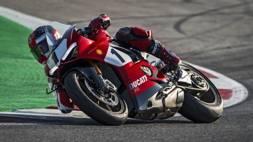 Panigale-V4-916-Anniversario-MY20-02-Gallery-1920x1080