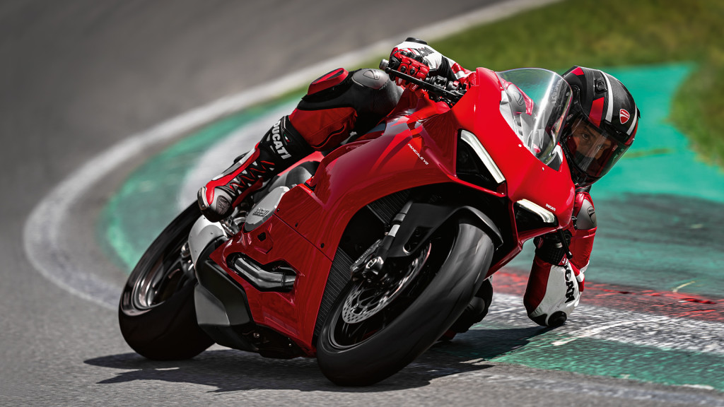 Panigale-V2-MY20-Ambience-05-Gallery-1920x1080
