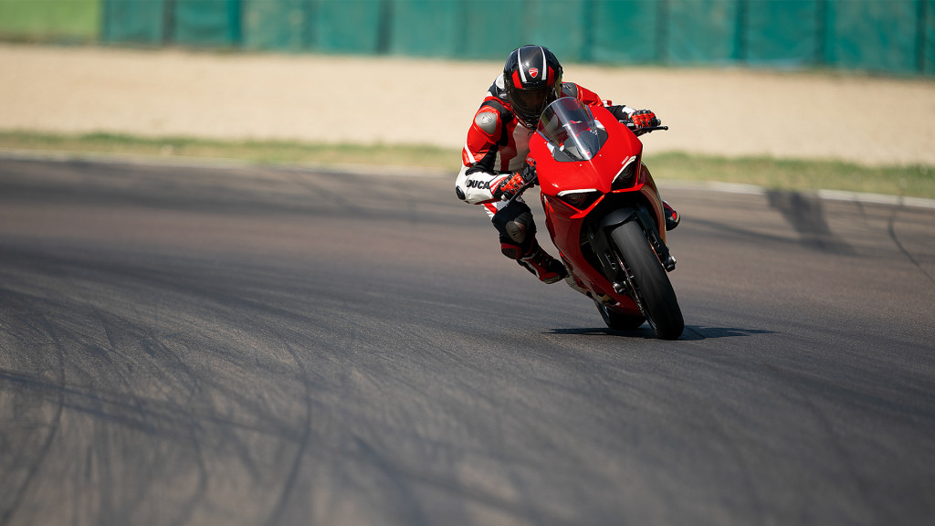 Panigale-V2-MY20-Ambience-01-Gallery-1920x1080