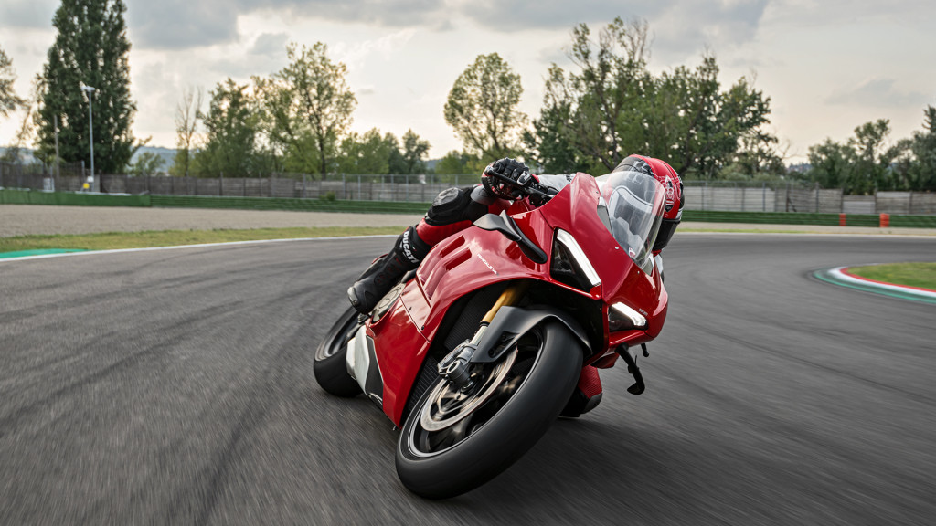 Panigale-V4-S-MY20-Red-Ambience-13-Gallery-1920x1080