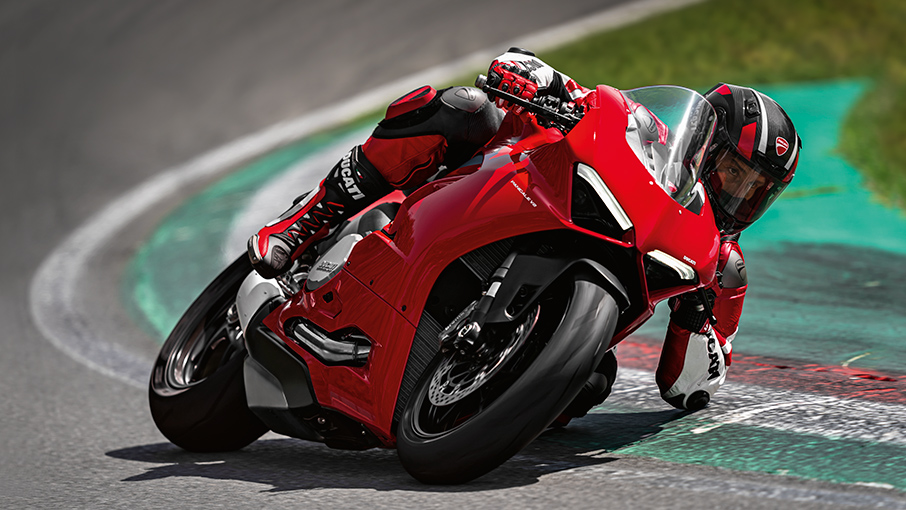 Panigale-V2-MY20-Ambience-05-Gallery-906x510